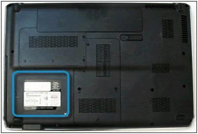 Etiqueta de identificación de la notebook en la parte inferior izquierda
