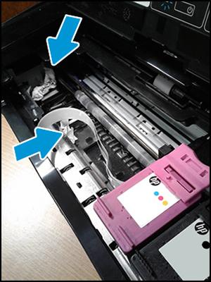 ตัวอย่างเครื่องพิมพ์ที่มีเศษกระดาษในเส้นทางแคร่ตลับหมึก