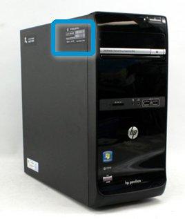 Label met productinformatie op de zijkant van een HP-desktopcomputer