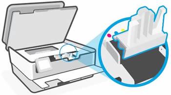 Entfernen des Verpackungsmaterials vom Druckschlitten