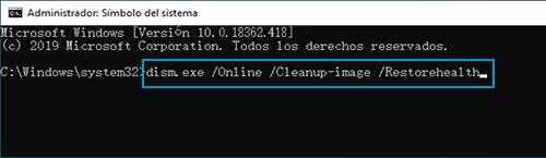 Ejemplo de dism.exe /Online /Cleanup-image /Restorehealth escrito en el Símbolo del sistema