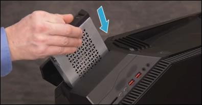 Insertar la unidad de disco duro superior en la carcasa superior