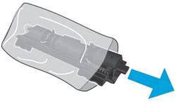 Извлечение картриджа с тонером из упаковки