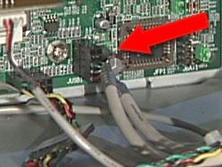 Imagen de conexión USB en la placa del sistema
