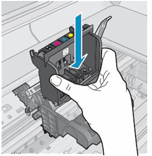 A nyomtatófej behelyezése a patrontartóba