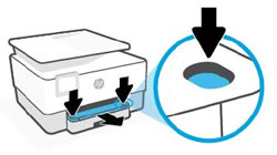 Πάτημα των δύο κουμπιών του δίσκου εξόδου και αφαίρεση του δίσκου