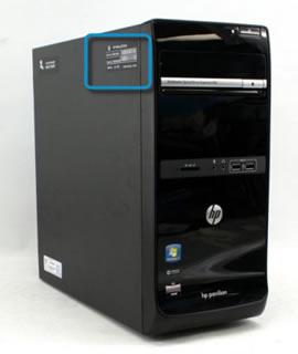 Vyhledání štítku produktu na boční straně skříně počítače