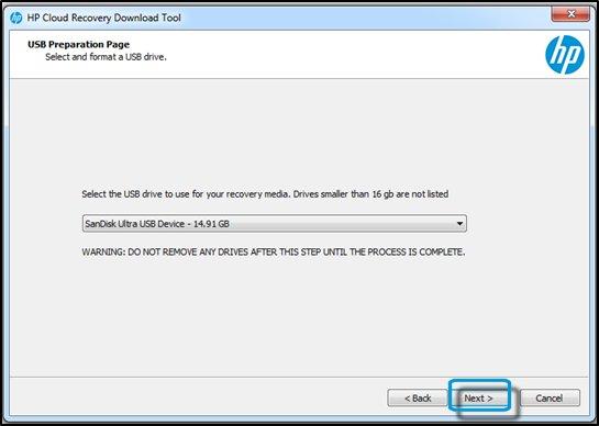 """USB-Vorbereitungsseite mit ausgewähltem USB-Laufwerk und hervorgehobener Schaltfläche """"Weiter"""""""