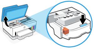 Нажатие синей кнопки для открытия крышки печатающей головки