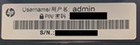 Beispiel für die Position des Benutzernamens und des Passwort-Aufklebers